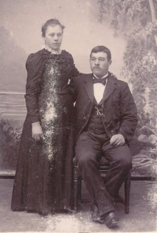 Anna Olofsdotter, född 1881 på Mickelgårds 302, gift med Rudolf Pettersson