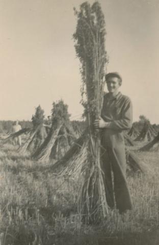 """Hampodling i """"Stangmör"""": Karl-Gustav Hägg Siglajvs 848, född Jakobsson 1929"""