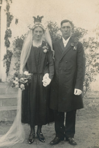 Bröllop 1927 mellan Rudolf Johansson Frigges 348, född 1898, och Olga Olsson Öndarve 880, född 1897.