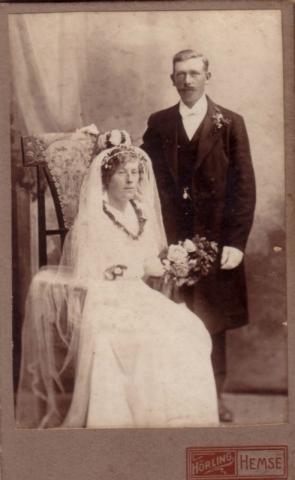Bröllop 1916 mellan Agnes Pettersson Hallute 144, född 1885, och Oskar Kullander Liffor 259, född 1888.