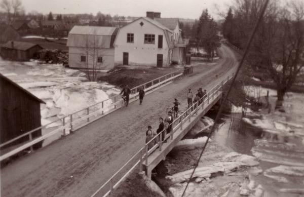 Lesley Petterssons affär Hallute 171 i översvämningstider.