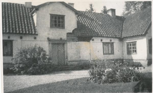 Kullanders Hallute 144. Ett hus som byggdes på 1700-talet. Kortet är taget från storgården.