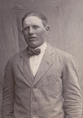 Olof Häglund Alvare 435, född 1901, som utvandrade till USA.