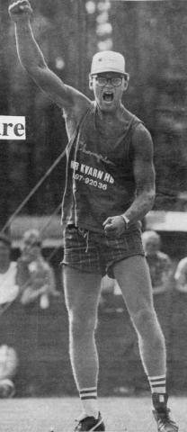 Håkan Nilsson jublar efter att ha vunnit stångstörtningen i Stångaspelen 1989 med 9,01 m