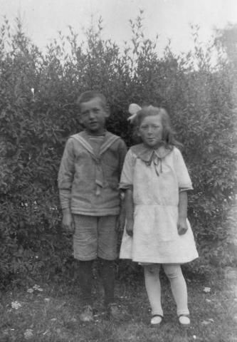 Bomunds i Hammaren 514 AP; Axel Pettersson (1922) och Annie Pettersson (1923)