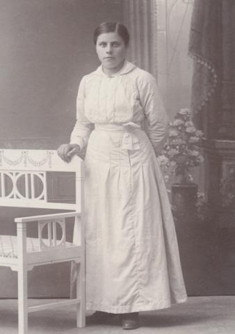 Vendla Larsson, född Hansson vid Gangvide 503 och gift 1925 med Karl Larsson från Lau. Gården Gangvide 503 innehas i dag av Per och Kickan Karlsson. Vendla var mormor till Per Karlsson.