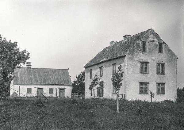 En bild av det gamla bostadshuset vid Gangvide 503 (1:4) AK där Per och Kickan Karlsson bor i dag. Gården har varit i familjens ägo i tio generationer.
