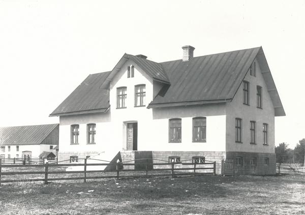 """Ett nybyggt bostadshus vid Gangvide 503 där i dag Pär och Kristin """"Kickan"""" Karlsson bor."""