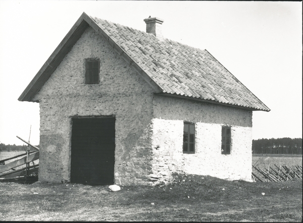 Den gamla och sedermera rivna smedjan vid Gangvide 503 där Per och Kickan Karlsson bor.