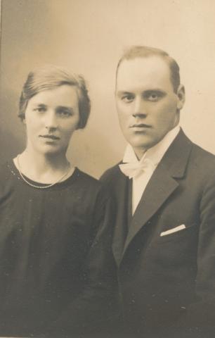 Maldes 322: Anni Jakobsson, född 1902, gift med Gustav Jakobsson, född 1904 vid Hallbjärs NJ