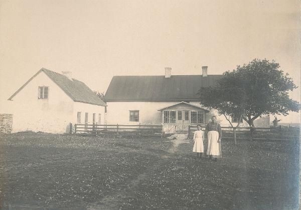 Kulle 862: Augusta Jakobsson, född Pettersson vid Frigges 342 år 1880; med dottern Fanny, född 1903, och gift till Siglajvs 848