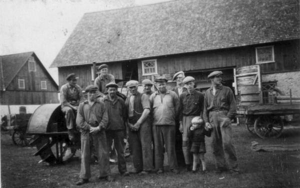 Trösk vi d Hägdarve 1947