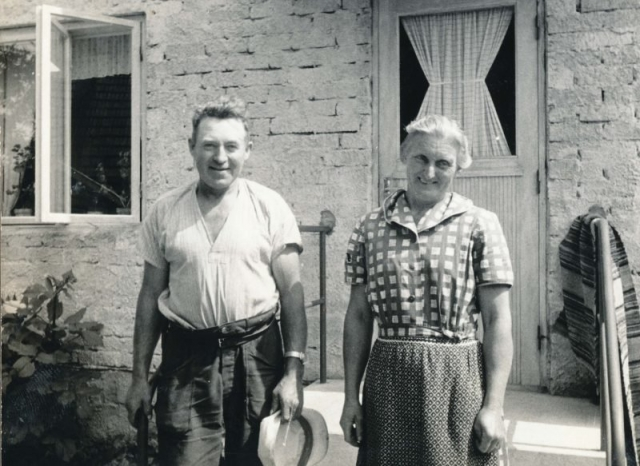 Elsa Johansson g. Pettersson, och Karl-Gustav Pettersson Haltarve 253