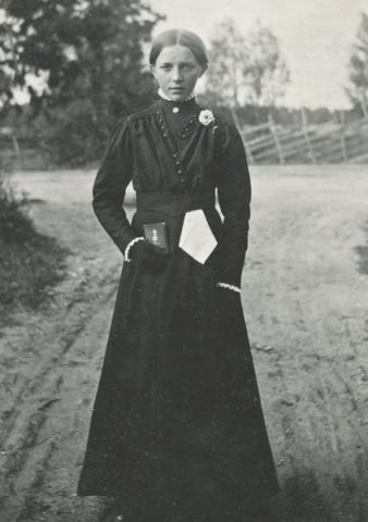 Anni Jakobsson Maldes 320, född 1902, gift 1928 med Gustav Jakobsson från Hallbjärs NJ och blev kvar på familjegården.