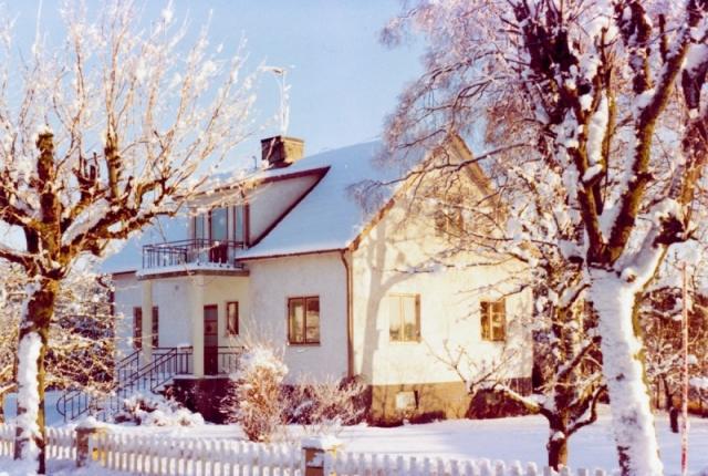 Hemmor 223. Mittemot verkstaden där Ylva och Karl Selander har bott. Nu bor sonen Stefan Selander där.
