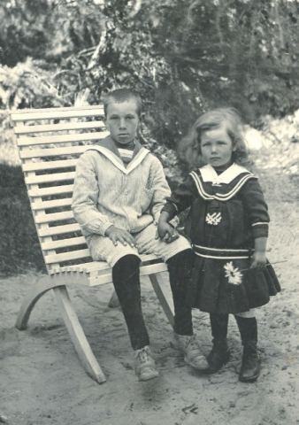 Frigges 344: Bröderna Herman, född 1911, och Nils, född 1918, Jakobsson i unga år