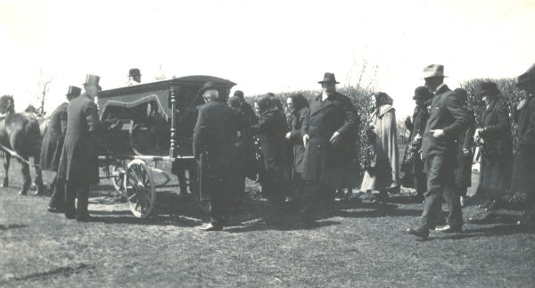 Begravningen 1930 av Lars Hallander Frigges 345, född 1842 i Garda.