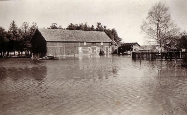 Översvämning Hallute 309 med ladugården.
