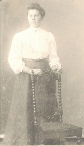 Ida Olsson, född 1893 på Mickels 329, gift 1918 med Karl Johansson som flyttade från Pavals 310 och blev bonde på Mickels.294532_anl_02a_024_600-463x800
