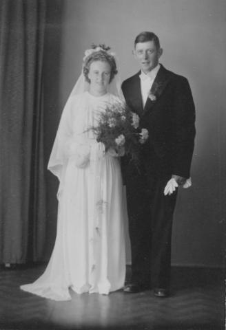 Bröllop 1946 mellan Gunnar Johansson Hallbjänne 545, född 1916, och Edit Johansson Haltarve 219, född 1922