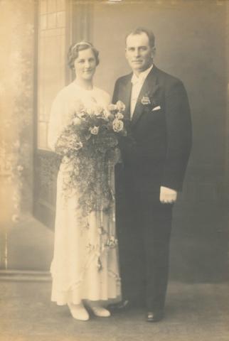 Bröllop 1936 mellan Viktor Pettersson Frigges 345, född 1907, och Sigrid Jakobsson Frigges 339, född 1916