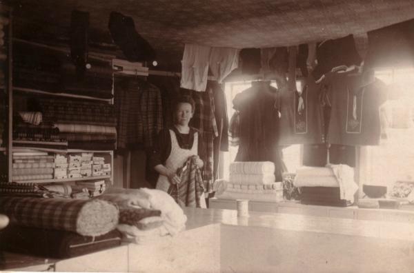 Mickelgårds 189: Hilda Karlsson gift Norrby, född 1889, växte upp i huset. Efter sitt giftermål 1921 med Gustav Norrby från Stockholm drev hon under några år på 1920-talet en mindre affärsrörelse i huset. Det ägs i dag av rektor Sven-Olof Sjöstedt från Uppsala.