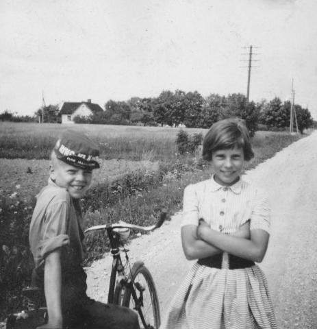 Per-Ove Johansson och Lisbeth Karlsson från Bomunds i Burgen 810 JK (1945), gift Gustavsson