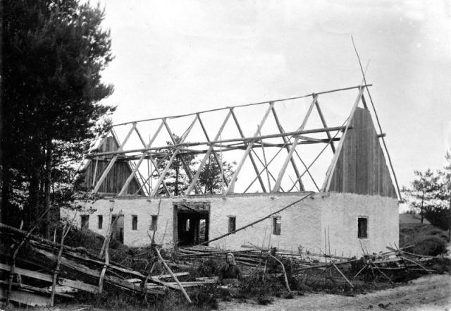 Bygget av ladugården vid Gangvide 513 omkring 1900. Fas 1