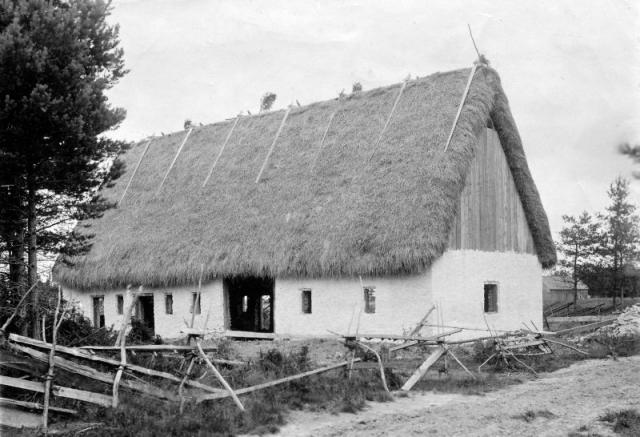 Bygget av ladugården vid Gangvide 513 omkring 1900. Fas 3