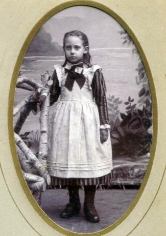 Ida Karlsson Bomunds i Burgen 810, född 1889 och gift i Lau.