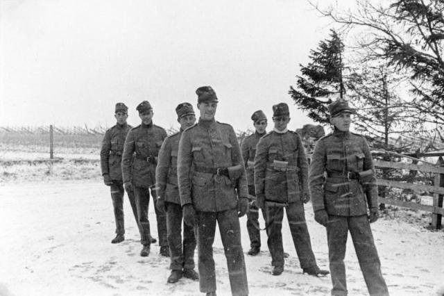 Militärer vid Hallbjänne 608