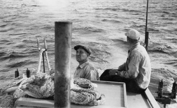 Djaupdy: i båten Karl Karlsson Folke 537, född 1904, och Hugo Gardell Bomunds i Hammaren 520, född 1909 vid Hallbjänne 516