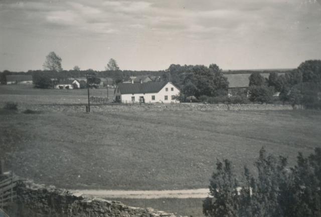Foto av Sylve Karlssons gård Bomunds i Birgen 810. Gården ägs idag av sonen Håkan Karlsson och hans sambo Carina Melin
