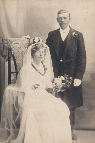 Bröllop 1916 mellan Agnes Pettersson Hallute 144, född 1885, och Oskar Kullander från Liffor 259, född 1888.