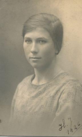 Hermanna Dahlgren, född Jakobsson 1909 på Kulle 862, gift 1935 med Artur Dahlgren och bosatt på Kulle.