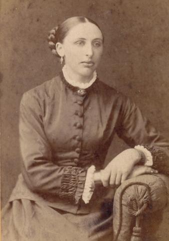 Katarina – Mor Kajsen – Larsdotter från Koparve i Lau som 1890 gifte sig med G J Fredin vid Maldes 334 och som efter dennes död gifte om sig med Olof Petter Pettersson från grannparten Maldes 330.