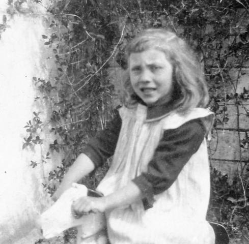 En 6-årig Greta Pettersson Maldes 330 EnP (1924), som blev gift Häglund vid Bomunds i Hammaren 522 AH.